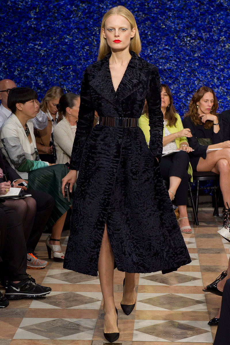 dior-fall-2012-couture-runway-14_130441989362