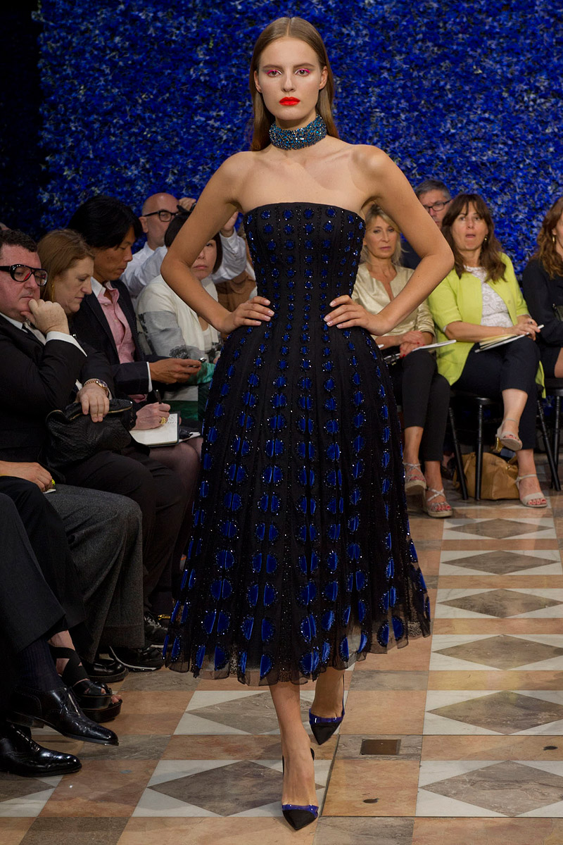 dior-fall-2012-couture-runway-22_130447497019