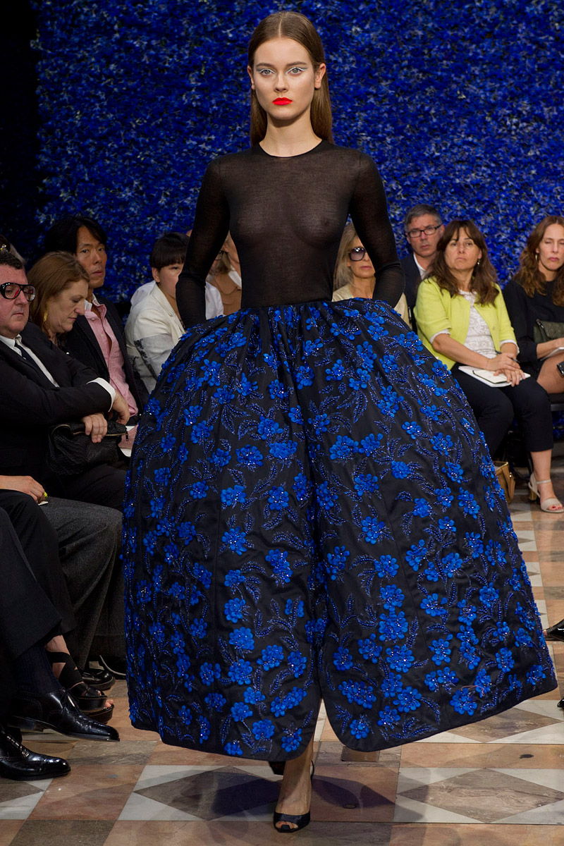 dior-fall-2012-couture-runway-48_130507343081
