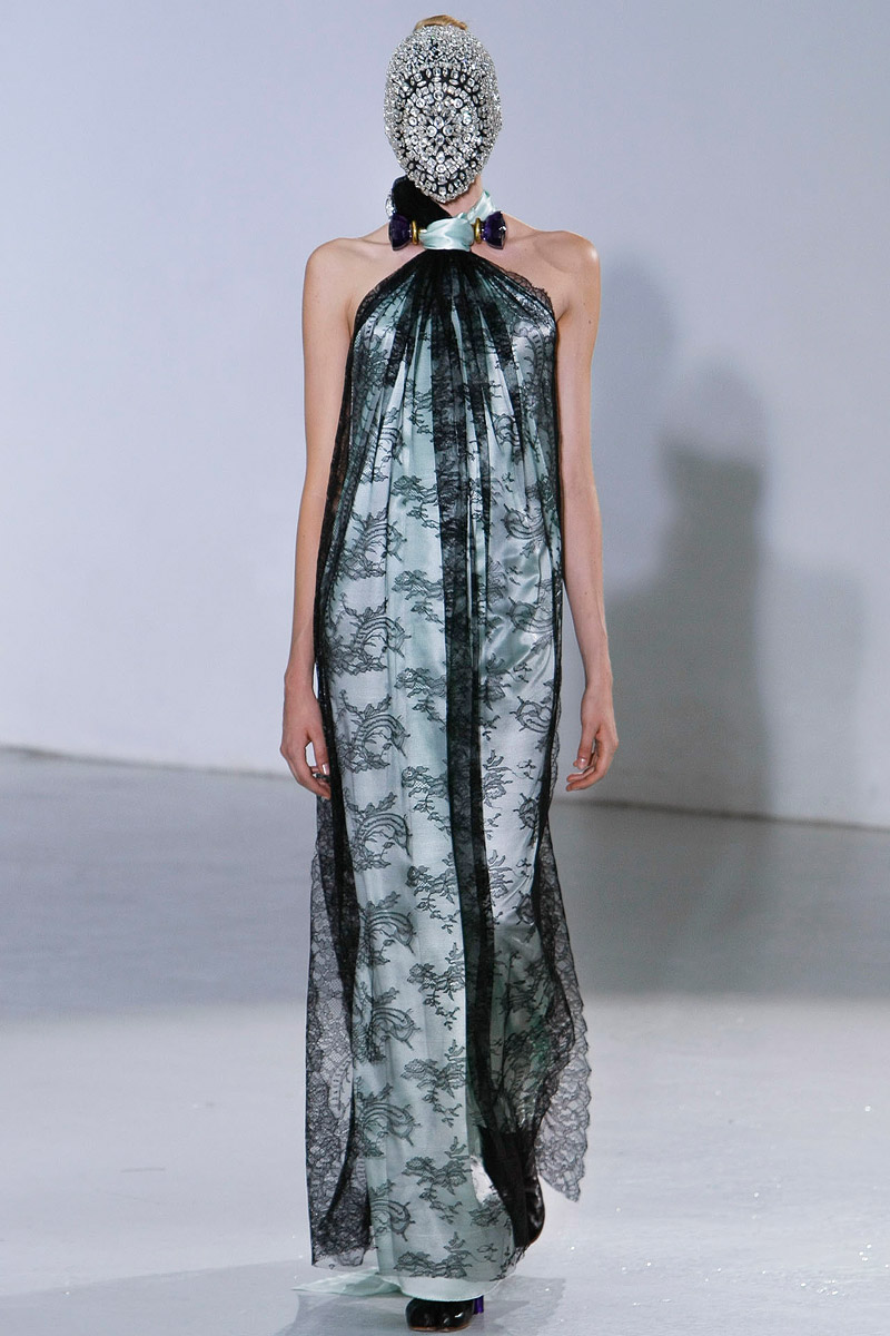 maison-martin-margiela-fall-2012-couture-08_105022801831