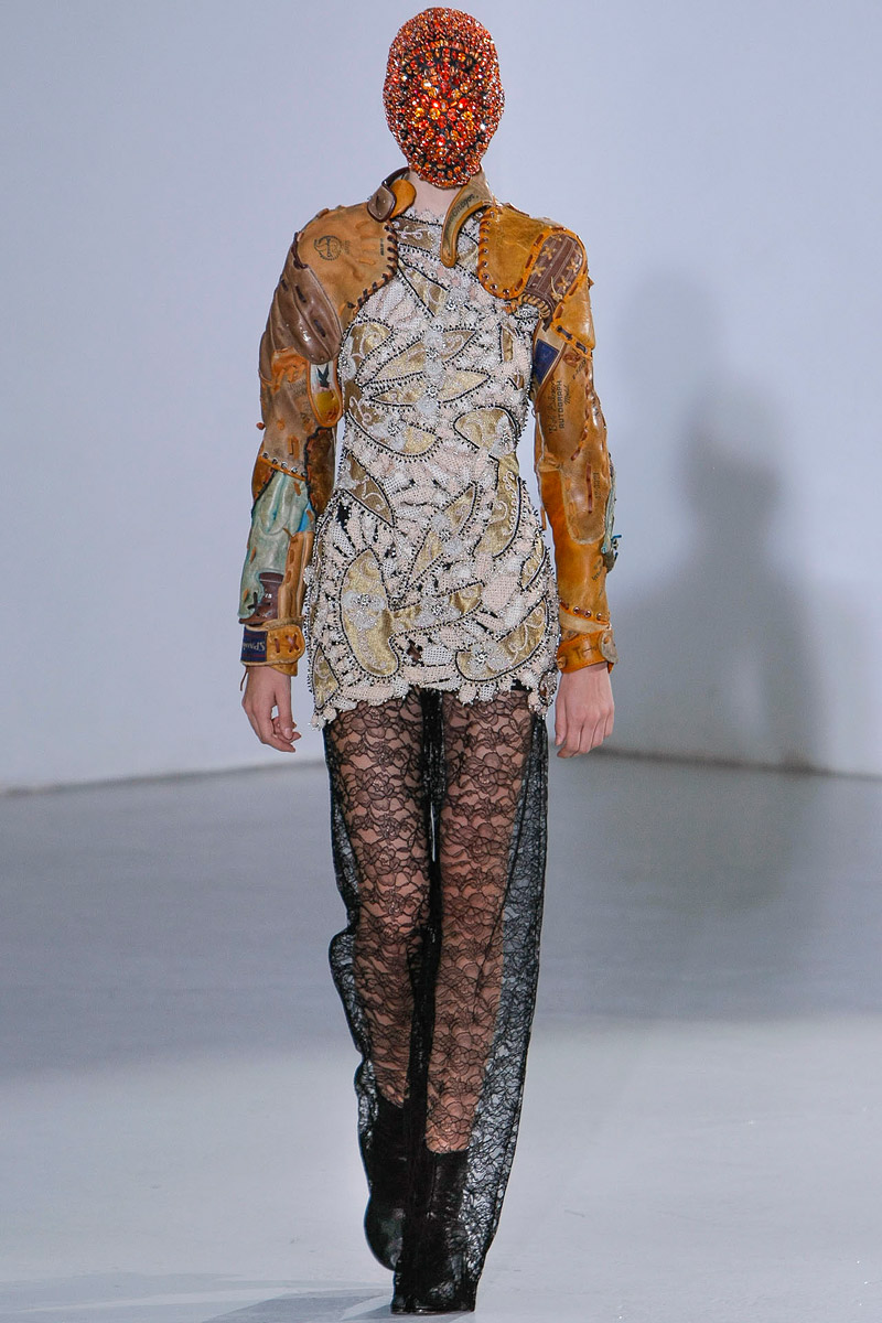 maison-martin-margiela-fall-2012-couture-13_105026806455