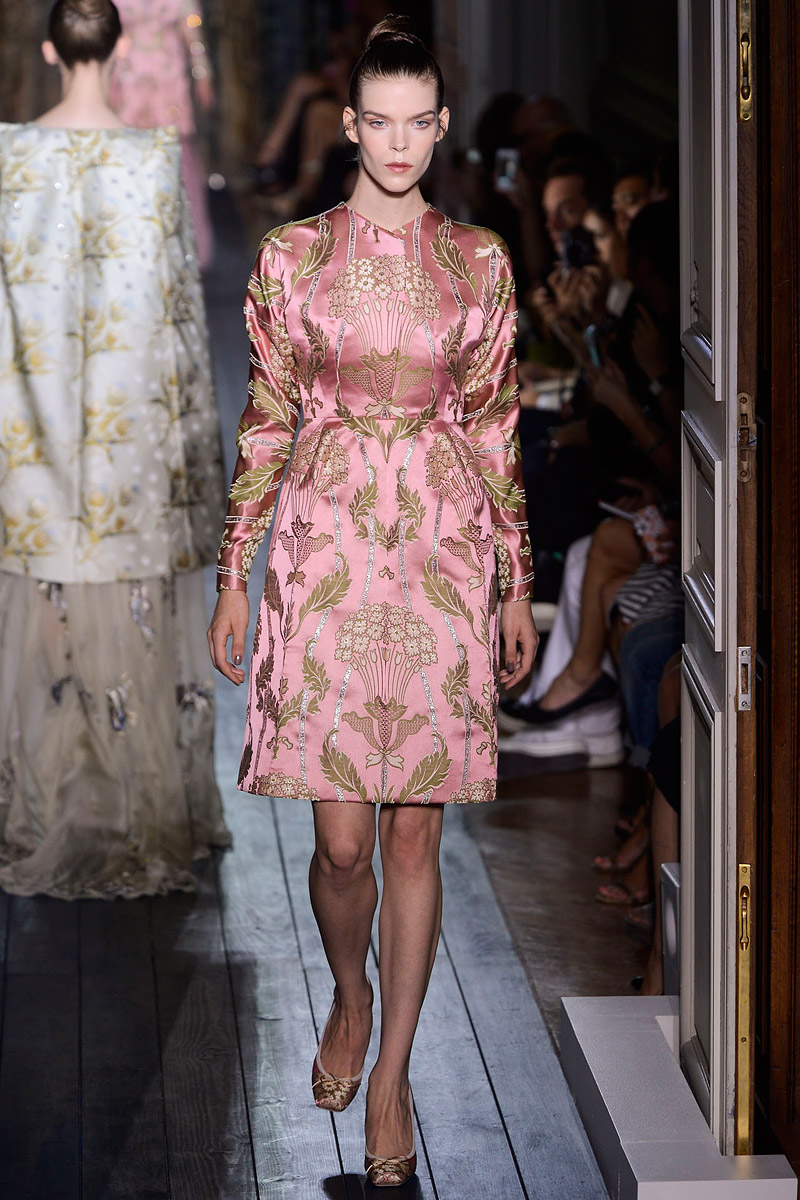 valentino-fall-2012-couture-runway-35_110246249266