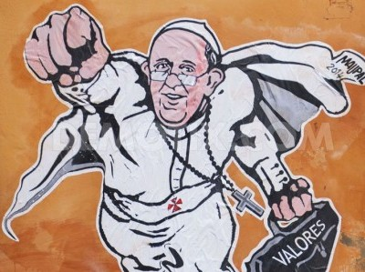 1391017697-super-pope-francis-mural-depicted-on-rome-streets_3792606