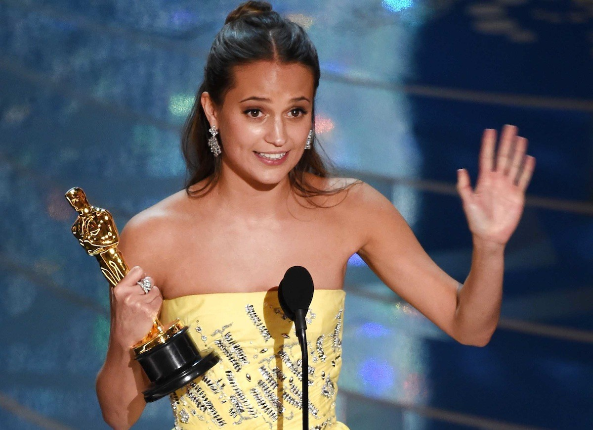 Alicia Vikander accepts the Oscar for Best Supporting Actress