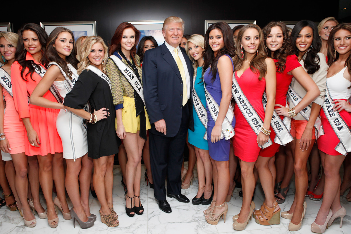 NEW YORK, NY - MAY 08: Donald Trump (C) poses with Miss USA Contestants and Miss USA Alyssa Campanella (center left) at Trump Tower on May 8, 2012 in New York City. (Photo by Cindy Ord/Getty Images)