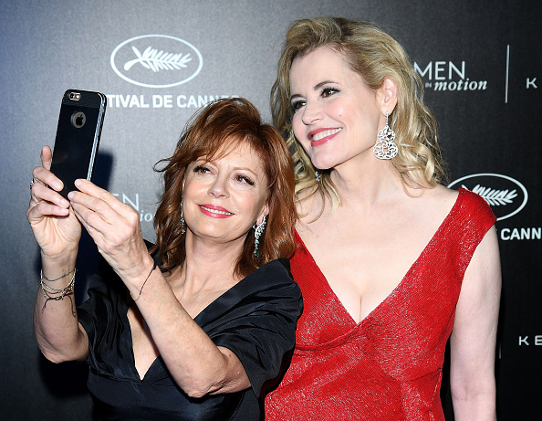 CANNES, FRANCE - MAY 15: (L-R) Susan Sarandon and Geena Davis attend the Kering And Cannes Film Festival Official Dinner at Place de la Castre on May 15, 2016 in Cannes, France. (Photo by Venturelli/Getty Images for Kering)