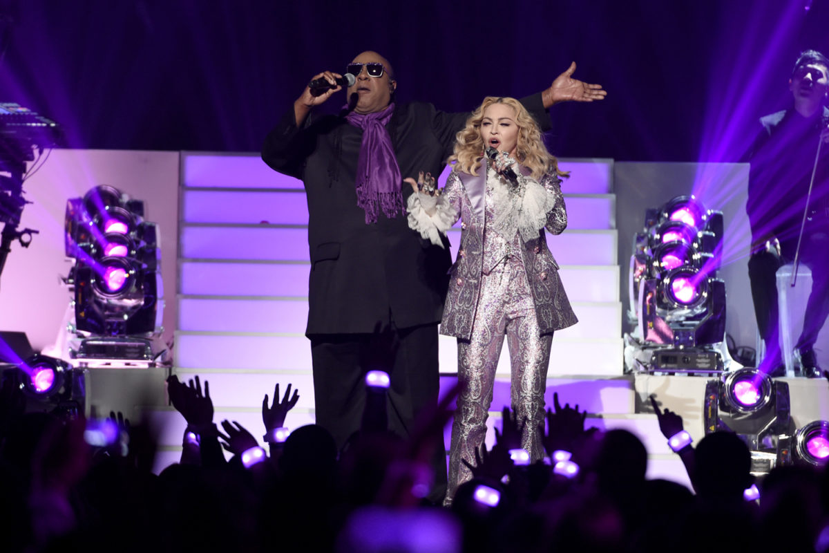Stevie Wonder and Madonna pay tribute to Prince at the Billboard Music Awards.