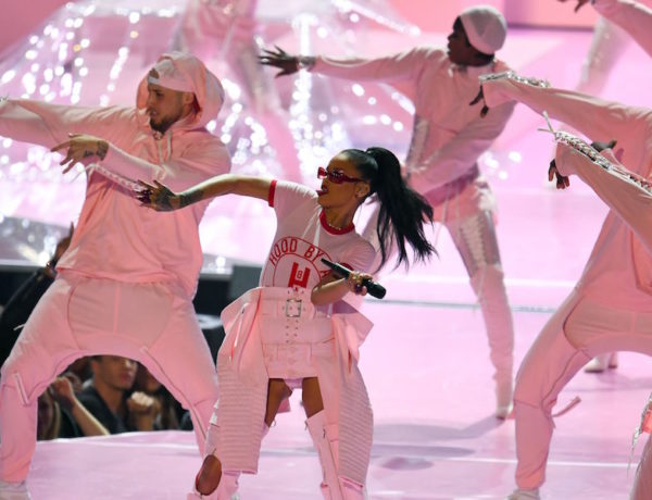 Rihanna's first performance of the night. (JEWEL SAMAD/AFP/Getty Images VIA bustle.com)