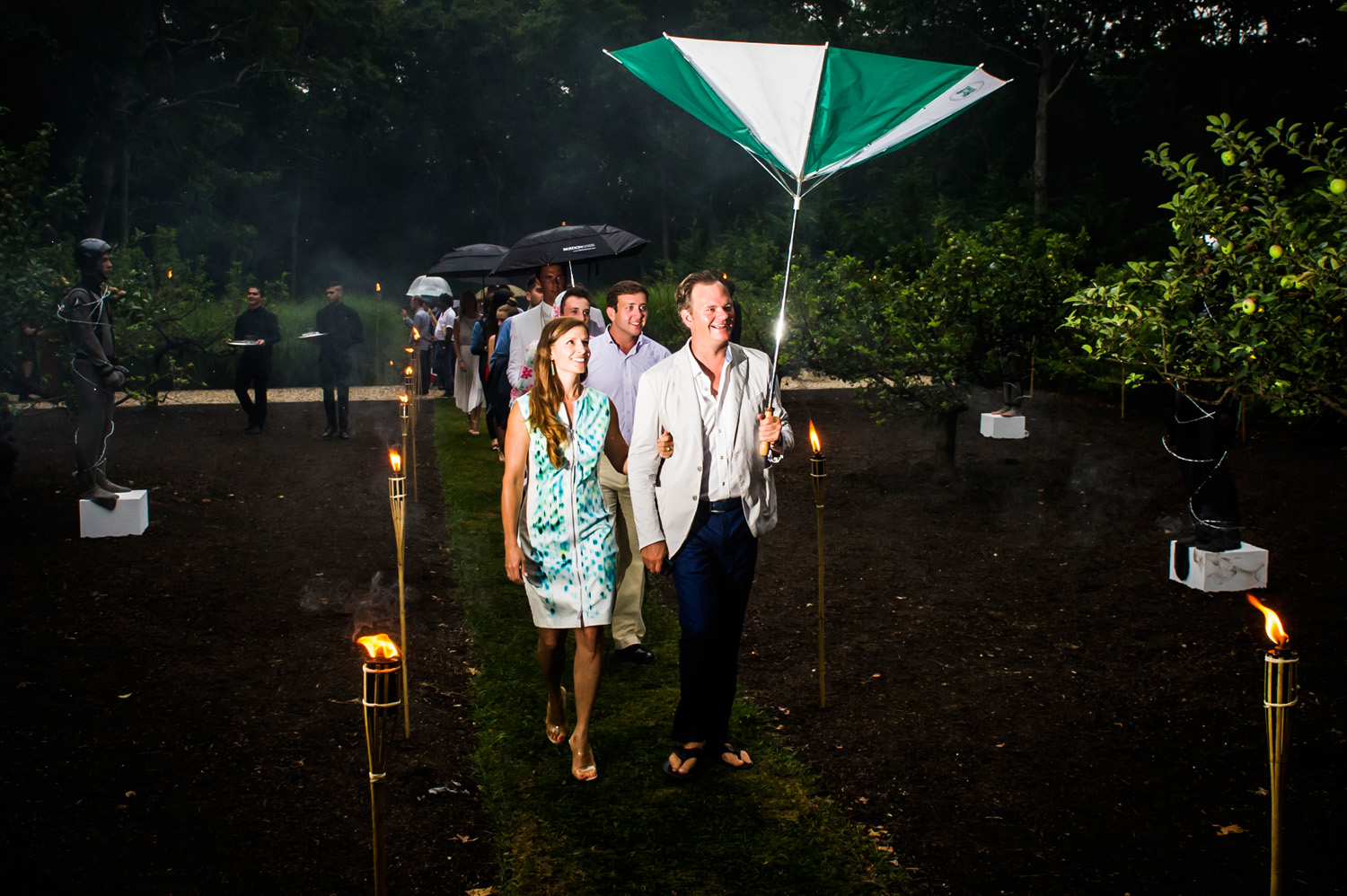 Watermill 2016 - Guests enter in the rain