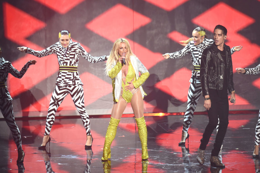 Britney Spears performs alongside G-Eazy at the 2016 MTV VMAs