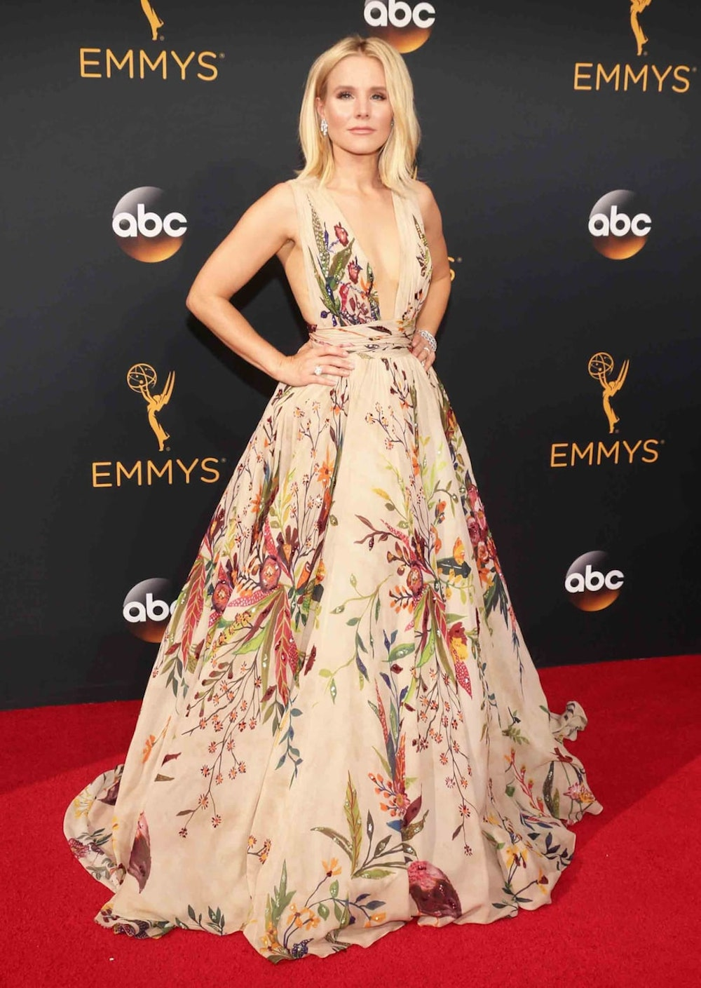 Kristen Bell in Zuhair Murad at the 2016 Emmy Awards. Image courtesy of Tod Williamson/Getty.