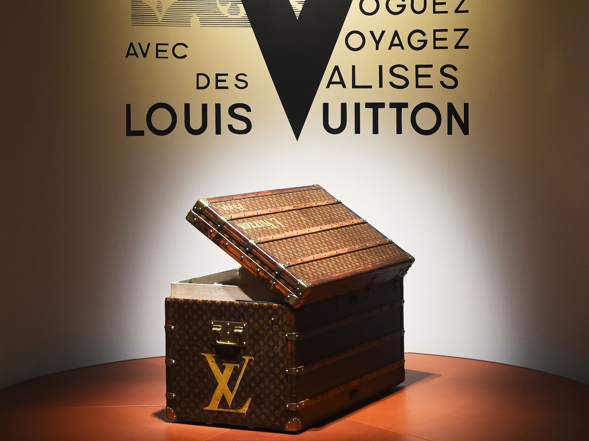 "140eb13f4f7 DON T MISS LOUIS VUITTON S ""VOLEZ"