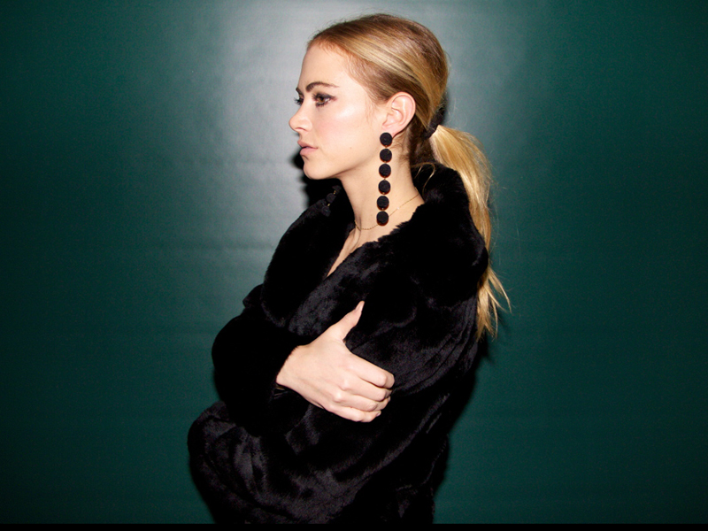Smokin winter beauty with emily wickersham the untitled - Emily wickersham gardener of eden ...